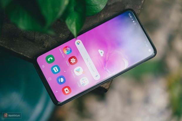 Trải nghiệm 1 tuần sử dụng Samsung Galaxy S10e - Bản mẫu hoàn hảo cho smartphone nhỏ gọn? - Ảnh 1.