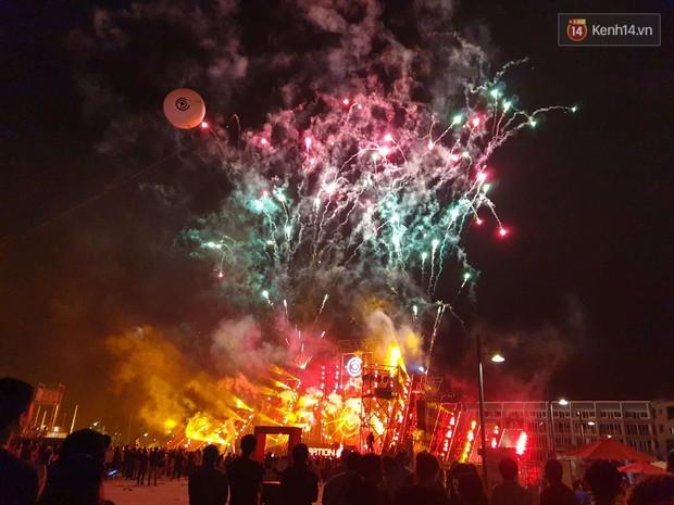 Đã lâu lắm rồi mới thấy trai xinh gái đẹp Sài Gòn tề tựu nhộn nhịp trong một lễ hội âm nhạc như tối qua! - Ảnh 14.