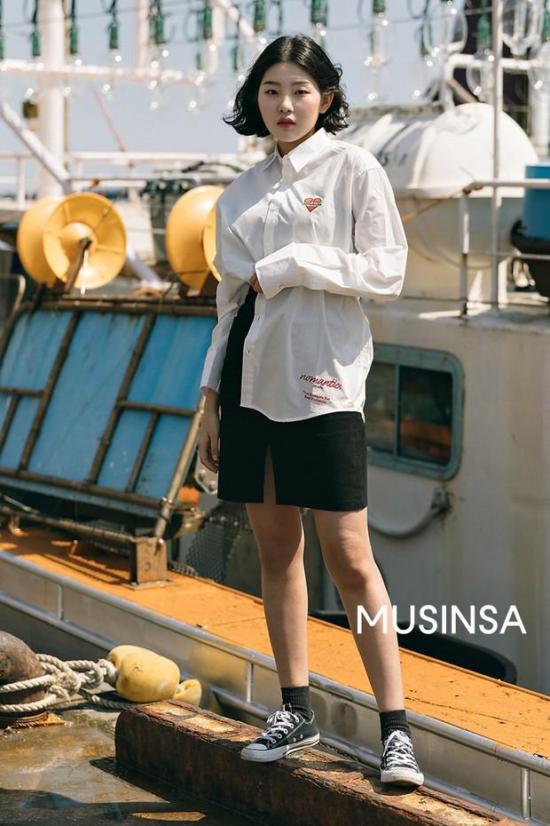 Biker short, suit màu be cùng hàng loạt hot trend bạn cần hóng từ street style của giới trẻ Hàn để lên đồ cho chuẩn mốt - Ảnh 3.