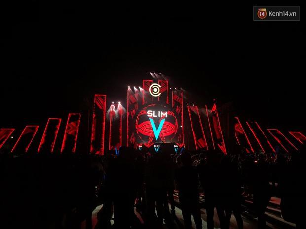 Đã lâu lắm rồi mới thấy trai xinh gái đẹp Sài Gòn tề tựu nhộn nhịp trong một lễ hội âm nhạc như tối qua! - Ảnh 7.