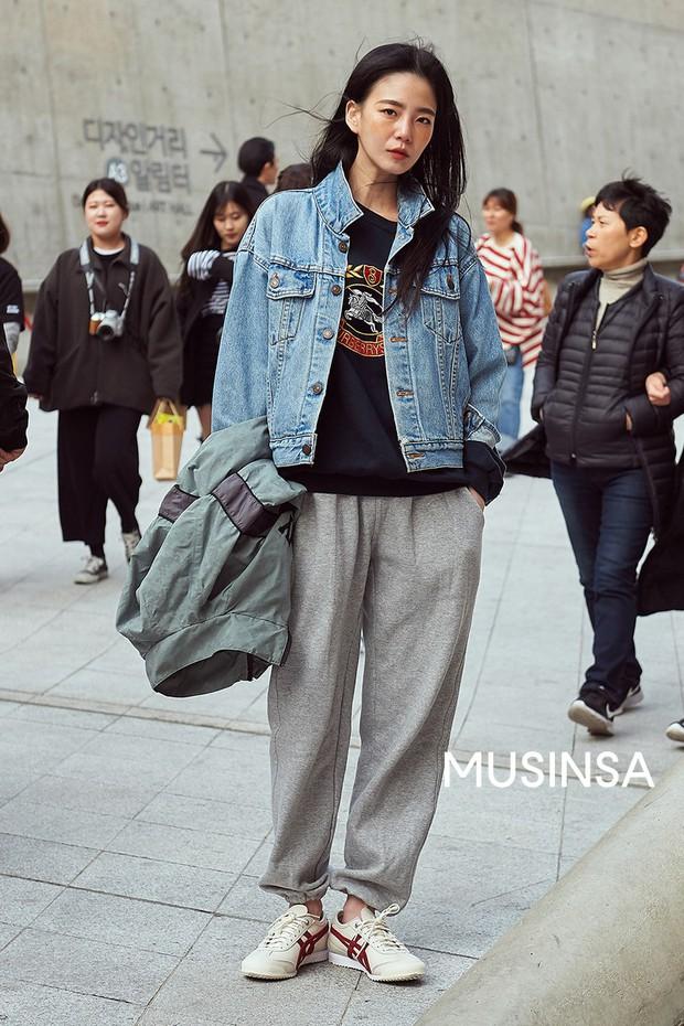 Biker short, suit màu be cùng hàng loạt hot trend bạn cần hóng từ street style của giới trẻ Hàn để lên đồ cho chuẩn mốt - Ảnh 9.