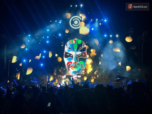 Đã lâu lắm rồi mới thấy trai xinh gái đẹp Sài Gòn tề tựu nhộn nhịp trong một lễ hội âm nhạc như tối qua! - Ảnh 3.