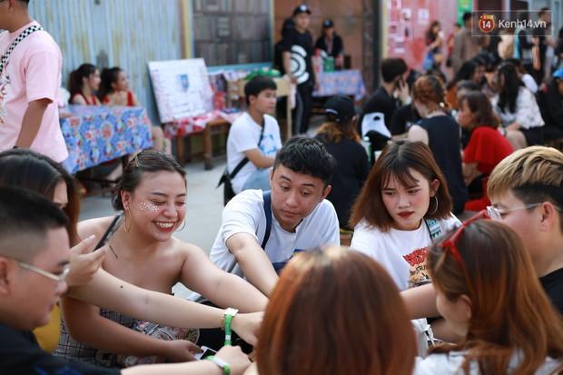 Đã lâu lắm rồi mới thấy trai xinh gái đẹp Sài Gòn tề tựu nhộn nhịp trong một lễ hội âm nhạc như tối qua! - Ảnh 16.
