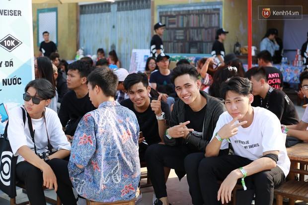 Đã lâu lắm rồi mới thấy trai xinh gái đẹp Sài Gòn tề tựu nhộn nhịp trong một lễ hội âm nhạc như tối qua! - Ảnh 18.