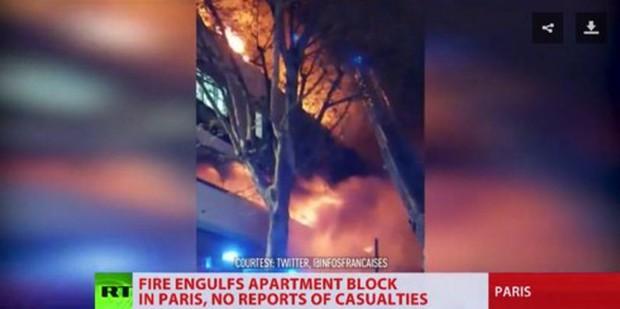 Video: Nổ lớn, hoả hoạn thiêu rụi một toà nhà giữa Thủ đô Paris trong đêm - Ảnh 2.