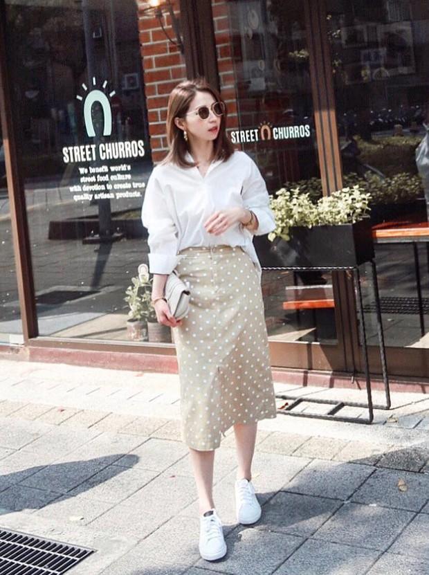 Chân váy dài + áo sơ mi: Combo luôn đúng giúp che mọi khuyết điểm từ bắp tay to, eo lớn, chân cong… cho nàng công sở - Ảnh 2.