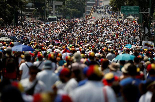 Venezuela: Hàng chục ngàn người biểu tình đòi điện, nước  - Ảnh 3.