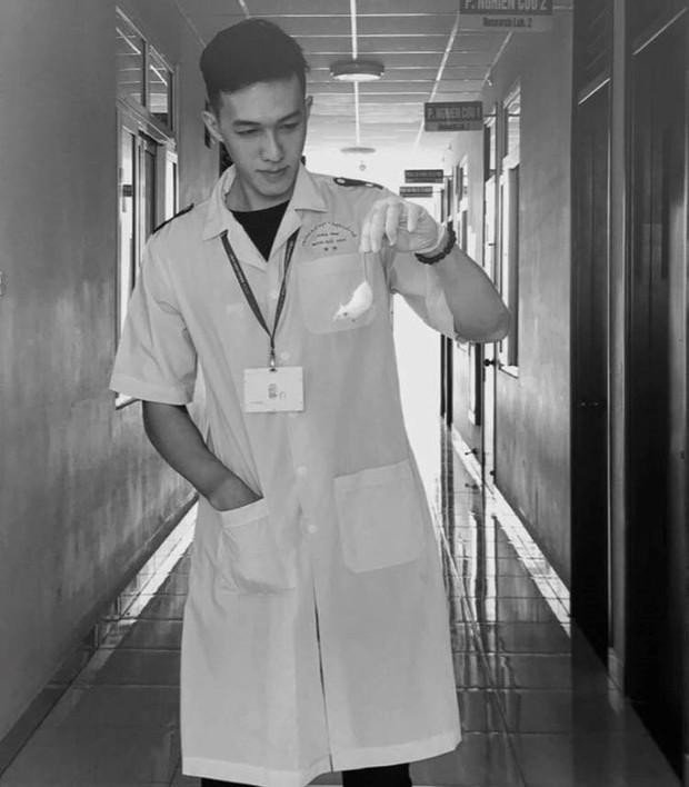 Trai đẹp từ lò ĐH Y Dược Cần Thơ: Bác sĩ tương lai sở hữu nhan sắc hoà trộn từ 3 dòng máu - Ảnh 7.
