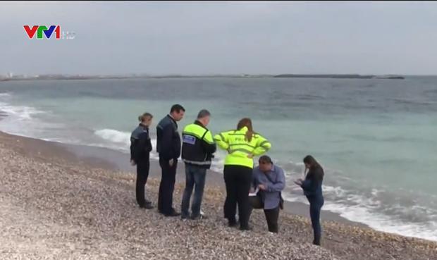 Romania điều tra vụ 130 kg cocaine trôi dạt ngoài biển - Ảnh 1.