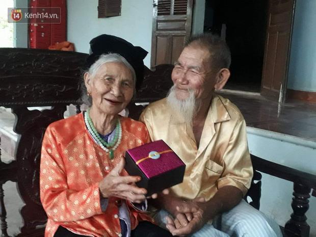 Ngưỡng mộ tình yêu ông bà anh qua 70 mùa hoa nở ở Nghệ An: Ngày kỷ niệm hay lễ lộc gì cũng phải có quà cho vợ! - Ảnh 1.