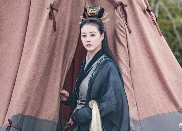 Fan Tân Ỷ Thiên Đồ Long Ký tranh cãi kịch liệt: Rốt cuộc ai mới là Cô Gái Đồ Long? - Ảnh 8.