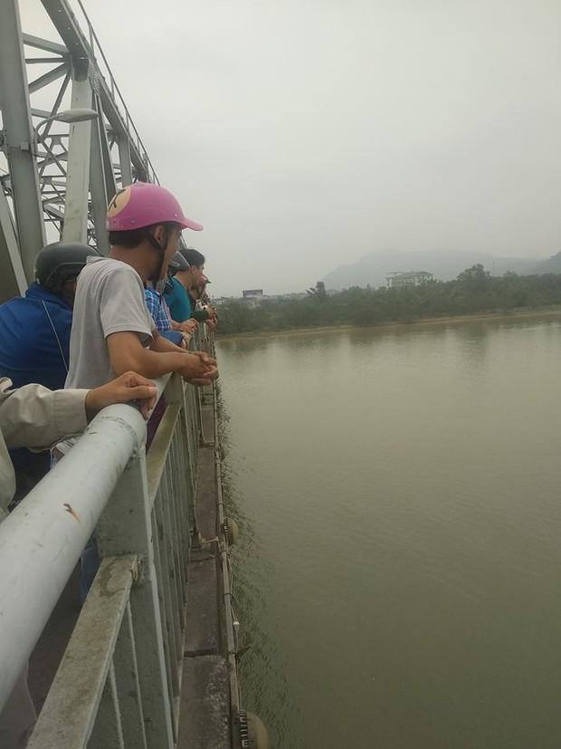 Nghệ An: Nữ kế toán bất ngờ gieo mình xuống sông Lam tự tử - Ảnh 1.