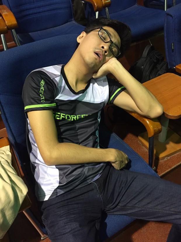 PewPew cảnh tỉnh hội muốn bỏ học để làm streamer: Làm việc 12 tiếng/ngày ám ảnh hơn cả thi học kỳ, ngủ chỉ lo bị đột tử - Ảnh 3.