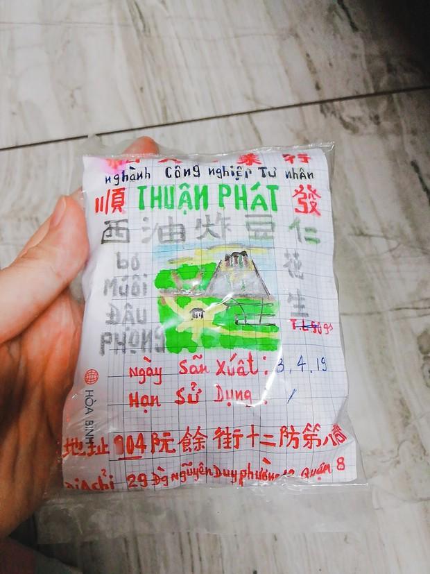 Chuyện gói đậu phộng vẽ tay giá 2 ngàn đồng của một người cha ở Sài Gòn: Chú sẽ ở đây, đợi các con trở về - Ảnh 1.