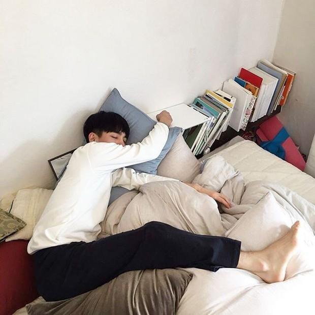 Đòi nghỉ việc văn phòng đi chạy Grab để được thoải mái... ngủ sâu giấc buổi trưa, thanh niên khiến dân mạng ngán ngẩm - Ảnh 1.