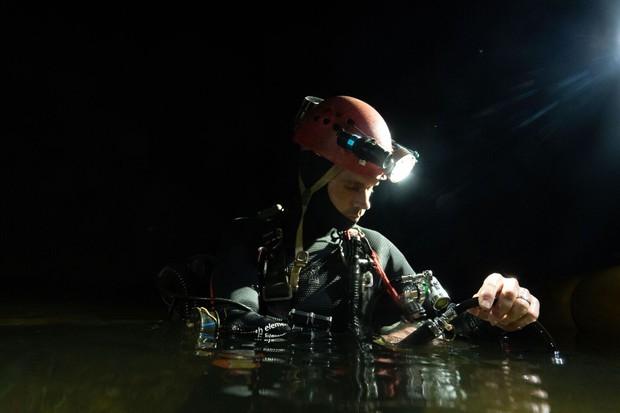 Nhóm thợ lặn từng giải cứu đội bóng nhí Thái Lan chính là người phát hiện hệ thống hang động bí ẩn mới ở Sơn Đoòng - Ảnh 7.