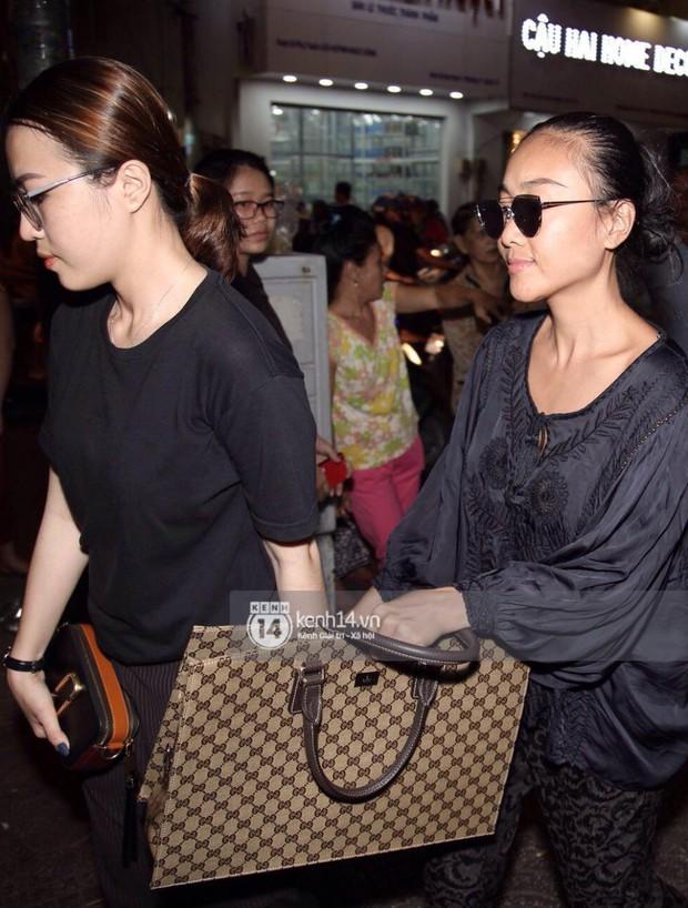 NSƯT Thành Lộc, Phương Thanh và các nghệ sĩ đến viếng diễn viên Anh Vũ trong đêm đầu tang lễ - Ảnh 11.