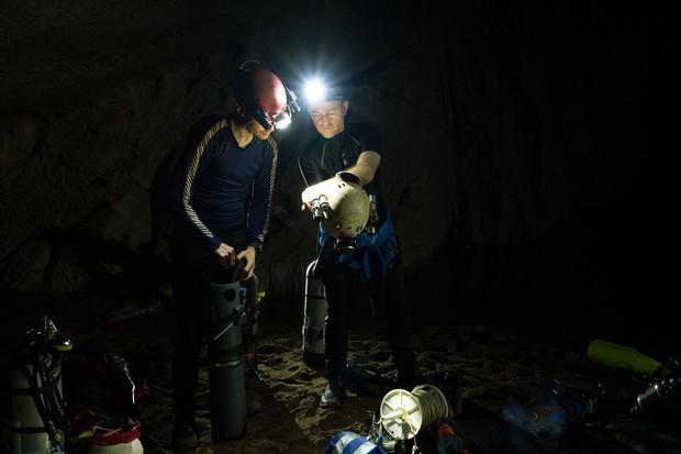Nhóm thợ lặn từng giải cứu đội bóng nhí Thái Lan chính là người phát hiện hệ thống hang động bí ẩn mới ở Sơn Đoòng - Ảnh 4.
