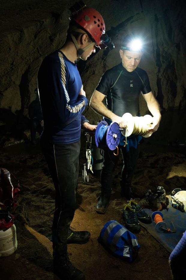 Nhóm thợ lặn từng giải cứu đội bóng nhí Thái Lan chính là người phát hiện hệ thống hang động bí ẩn mới ở Sơn Đoòng - Ảnh 3.