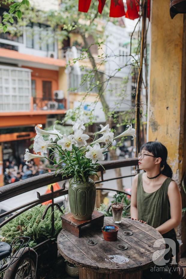 Tháng 4 về, Hà Nội lại dịu dàng những gánh loa kèn trắng tinh khôi, thơm nồng nàn khắp các góc phố - Ảnh 2.