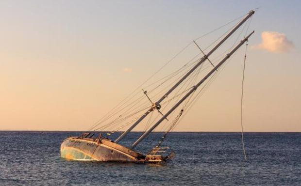 Lật thuyền do chở quá tải, ít nhất 9 người thiệt mạng - Ảnh 1.