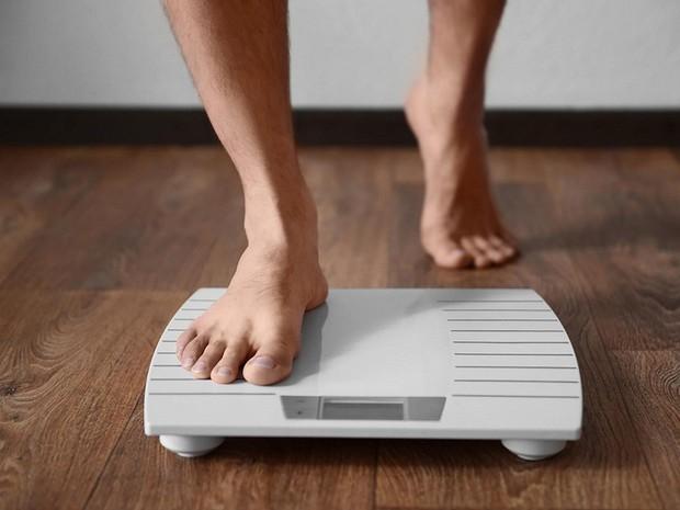 Hội giảm cân thường làm điều này trước khi ngủ nhưng không ngờ lại gây ra nhiều hậu quả tai hại - Ảnh 2.