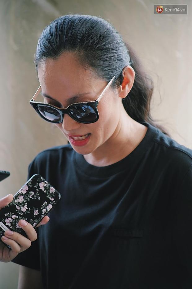 Hoa hậu Diễm Hương, MC Cát Tường và nhiều đồng nghiệp đến viếng đám tang cố nghệ sĩ Lê Bình - Ảnh 8.