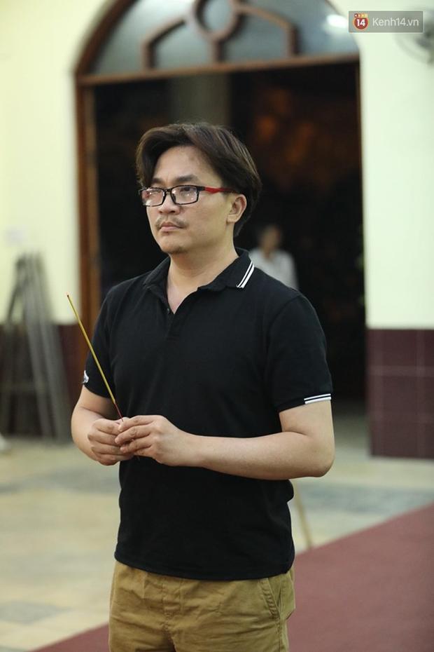 Hoa hậu Diễm Hương, MC Cát Tường và nhiều đồng nghiệp đến viếng đám tang cố nghệ sĩ Lê Bình - Ảnh 18.