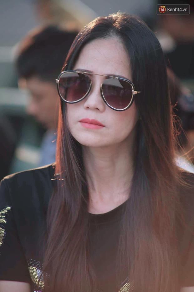 Hoa hậu Diễm Hương, MC Cát Tường và nhiều đồng nghiệp đến viếng đám tang cố nghệ sĩ Lê Bình - Ảnh 12.