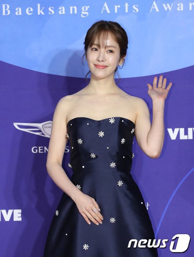 Siêu thảm đỏ khủng nhất lịch sử Baeksang: Suzy và IU xuất thần với đầm công chúa, Hyun Bin dẫn đầu 50 sao Hàn quyền lực - Ảnh 21.