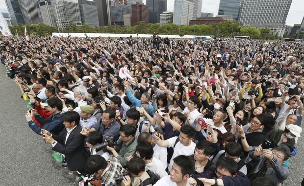 Ảnh: Thủ đô Tokyo náo nhiệt, trang nghiêm và đẹp như tranh vẽ trong ngày đầu tiên dưới thời Lệnh Hòa - Ảnh 6.