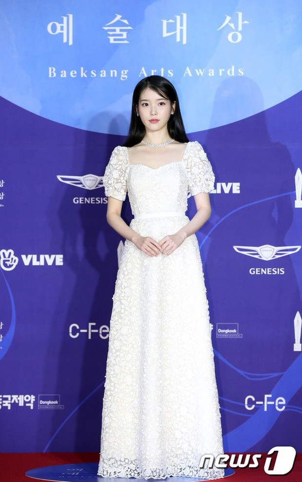 Siêu thảm đỏ khủng nhất lịch sử Baeksang: Suzy và IU xuất thần với đầm công chúa, Hyun Bin dẫn đầu 50 sao Hàn quyền lực - Ảnh 10.