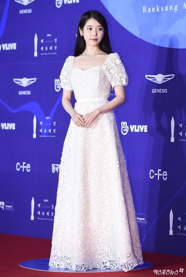 Siêu thảm đỏ khủng nhất lịch sử Baeksang: Suzy và IU xuất thần với đầm công chúa, Hyun Bin dẫn đầu 50 sao Hàn quyền lực - Ảnh 9.