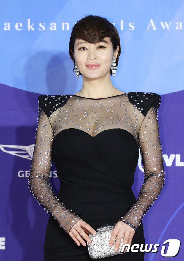Siêu thảm đỏ khủng nhất lịch sử Baeksang: Suzy và IU xuất thần với đầm công chúa, Hyun Bin dẫn đầu 50 sao Hàn quyền lực - Ảnh 16.