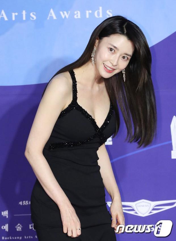 Siêu thảm đỏ khủng nhất lịch sử Baeksang: Suzy và IU xuất thần với đầm công chúa, Hyun Bin dẫn đầu 50 sao Hàn quyền lực - Ảnh 38.