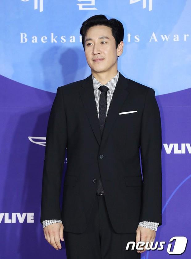 Siêu thảm đỏ khủng nhất lịch sử Baeksang: Suzy và IU xuất thần với đầm công chúa, Hyun Bin dẫn đầu 50 sao Hàn quyền lực - Ảnh 41.