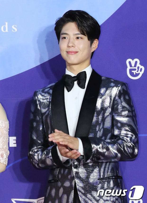 Siêu thảm đỏ khủng nhất lịch sử Baeksang: Suzy và IU xuất thần với đầm công chúa, Hyun Bin dẫn đầu 50 sao Hàn quyền lực - Ảnh 8.