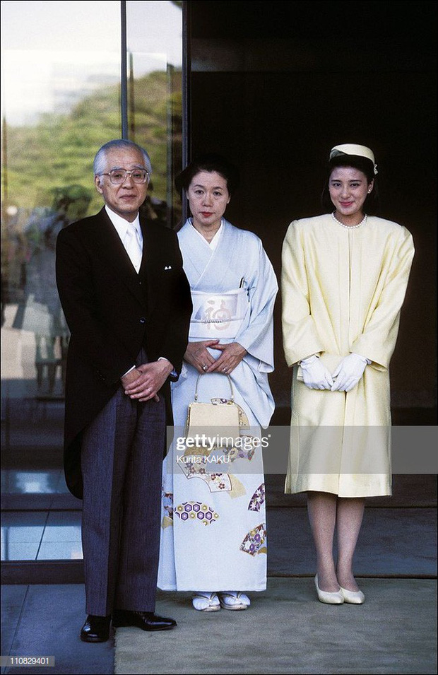 Tân Nhật hoàng Naruhito và vương phi u sầu Masako: Mối tình sét đánh, 6 năm theo đuổi, 3 lần cầu hôn và lời hứa bảo vệ em đến trọn đời - Ảnh 4.