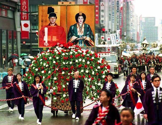 Tân Nhật hoàng Naruhito và vương phi u sầu Masako: Mối tình sét đánh, 6 năm theo đuổi, 3 lần cầu hôn và lời hứa bảo vệ em đến trọn đời - Ảnh 6.