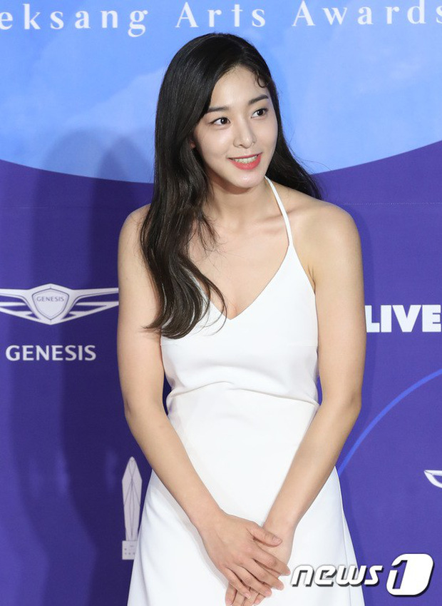 Siêu thảm đỏ khủng nhất lịch sử Baeksang: Suzy và IU xuất thần với đầm công chúa, Hyun Bin dẫn đầu 50 sao Hàn quyền lực - Ảnh 42.