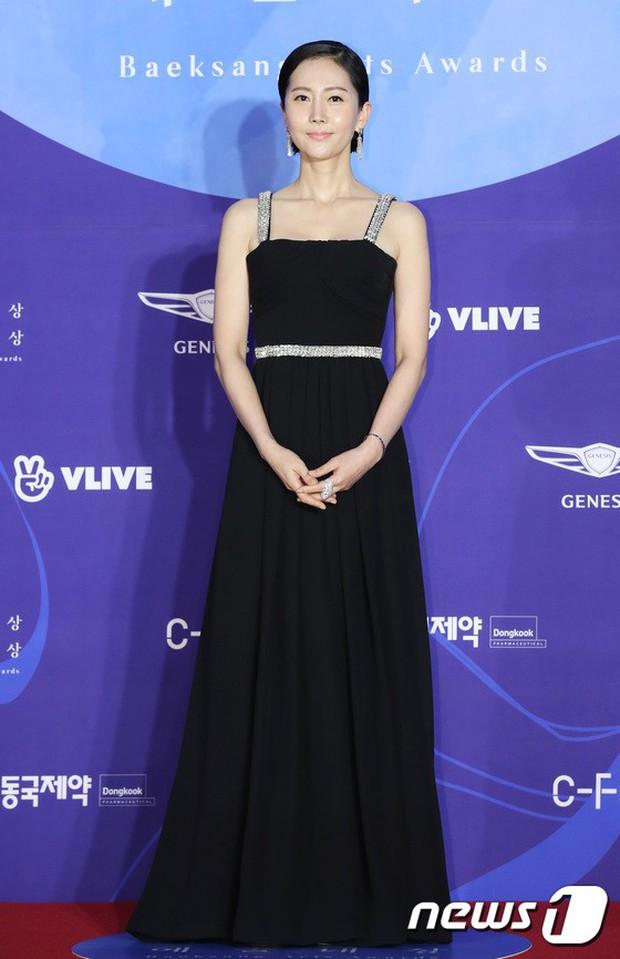 Siêu thảm đỏ khủng nhất lịch sử Baeksang: Suzy và IU xuất thần với đầm công chúa, Hyun Bin dẫn đầu 50 sao Hàn quyền lực - Ảnh 46.