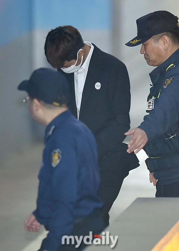 Jung Joon Young có mặt tại phiên tòa đầu tiên sau 2 tháng bị bắt: Từ quay lén đến hiếp dâm tập thể, y đều thừa nhận! - Ảnh 7.