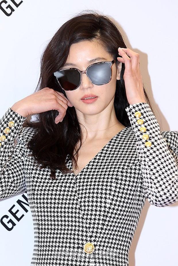 Khi bà hoàng sang chảnh Jeon Ji Hyun đi sự kiện: Khí chất bức người, body nuột thế này ai tin là của mẹ 2 con? - Ảnh 10.