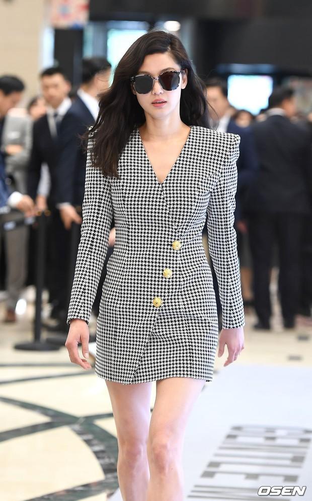 Khi bà hoàng sang chảnh Jeon Ji Hyun đi sự kiện: Khí chất bức người, body nuột thế này ai tin là của mẹ 2 con? - Ảnh 6.
