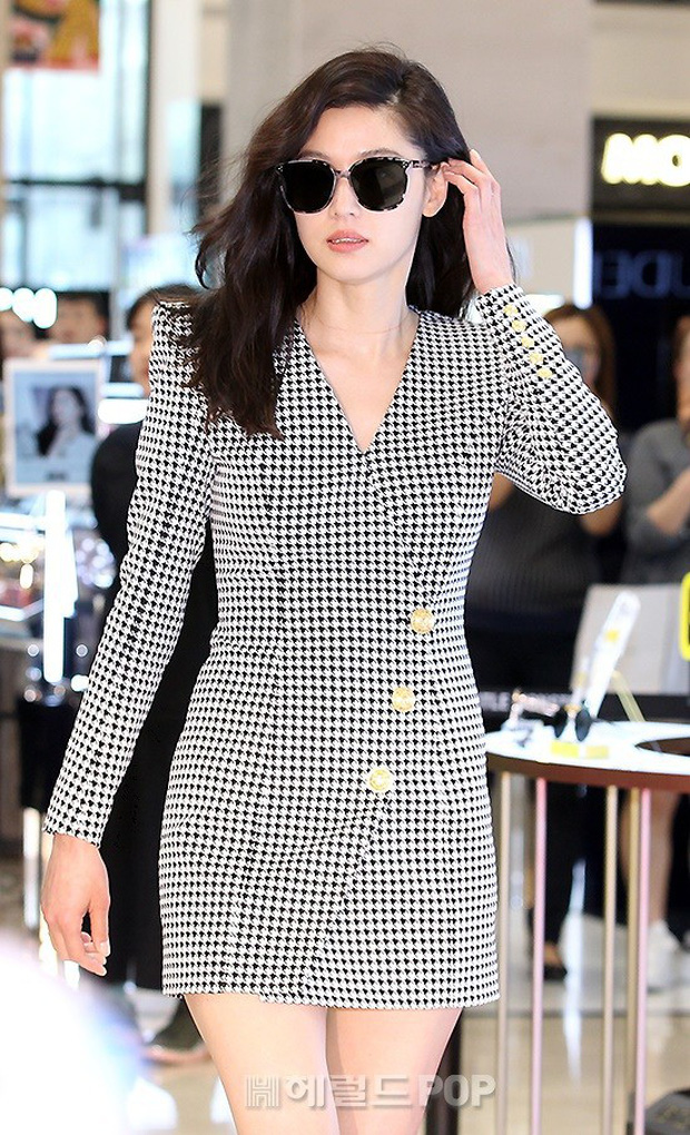 Khi bà hoàng sang chảnh Jeon Ji Hyun đi sự kiện: Khí chất bức người, body nuột thế này ai tin là của mẹ 2 con? - Ảnh 5.