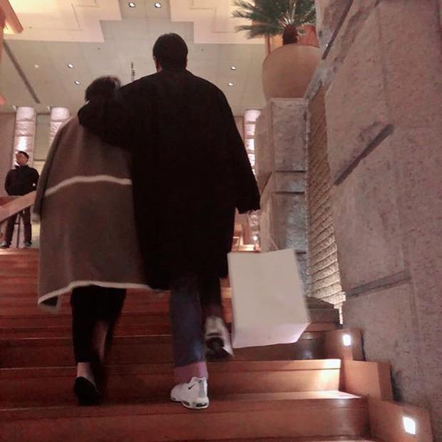 Vừa xuất ngũ, Lee Min Ho đi mua sắm với ai, nói nhớ nhung ai mà để hàng triệu fangirl ghen tỵ chết mất thế này? - Ảnh 1.