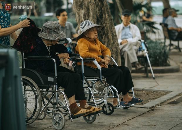 Chiều chiều đảo vài vòng giữa phố xá Hà Nội mà ngỡ như cuối Đông - Tết sắp về - Ảnh 17.