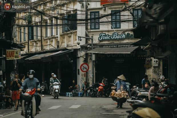 Chiều chiều đảo vài vòng giữa phố xá Hà Nội mà ngỡ như cuối Đông - Tết sắp về - Ảnh 13.