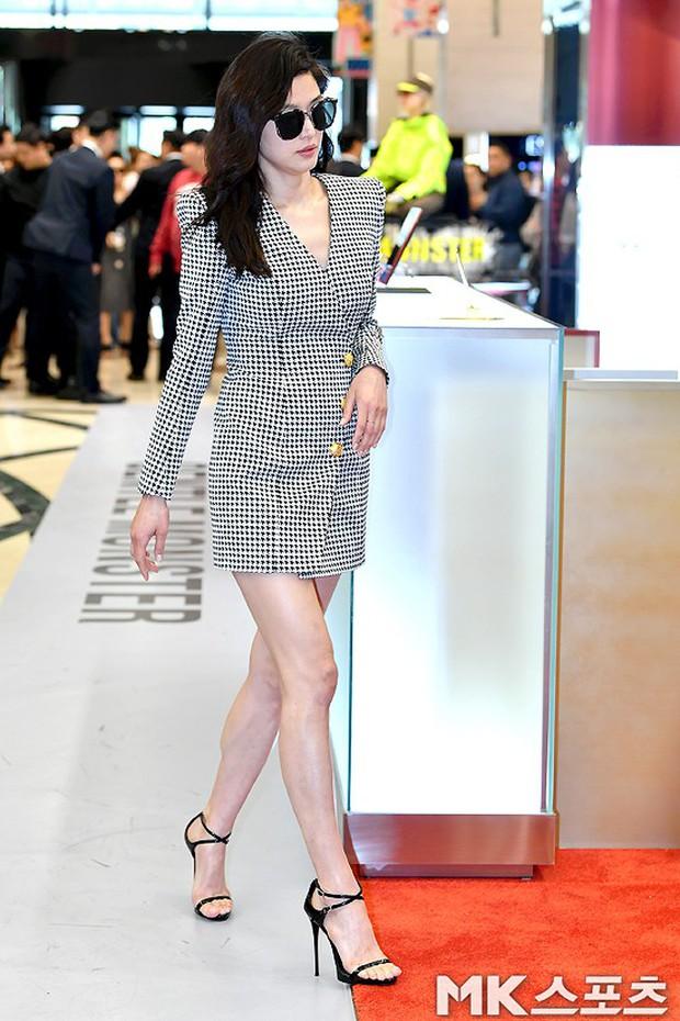 Khi bà hoàng sang chảnh Jeon Ji Hyun đi sự kiện: Khí chất bức người, body nuột thế này ai tin là của mẹ 2 con? - Ảnh 2.
