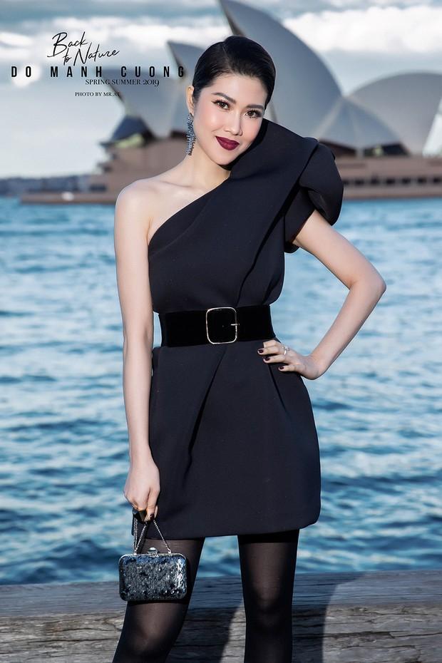 Show mới nhất của Đỗ Mạnh Cường tại Úc: Hà Tăng kín như bưng vẫn đẹp ngút trời, Mỹ Linh và Tiểu Vy trông đều khác lạ - Ảnh 10.